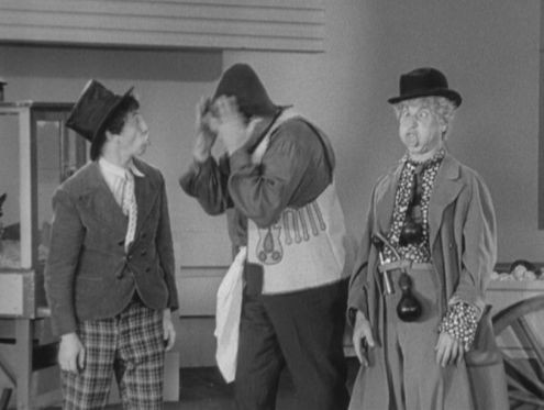 Harpo Marx, throwing a Gookie at Edgar Kennedy